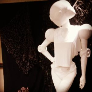 A white humanoid robot statue dressed as Sigourney Weaver from Aliens